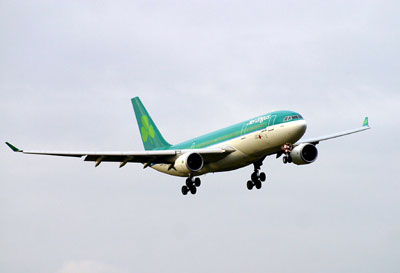 Aer Lingus A330-200 on finals into EDI Simon Boothroyd ©\2002